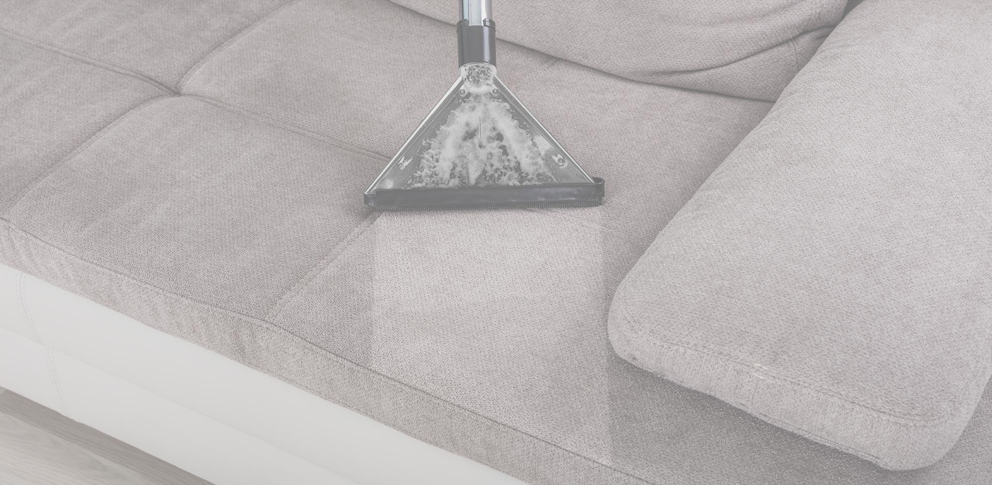 σκούπα ατμού καθαρίζει το σαλόνι